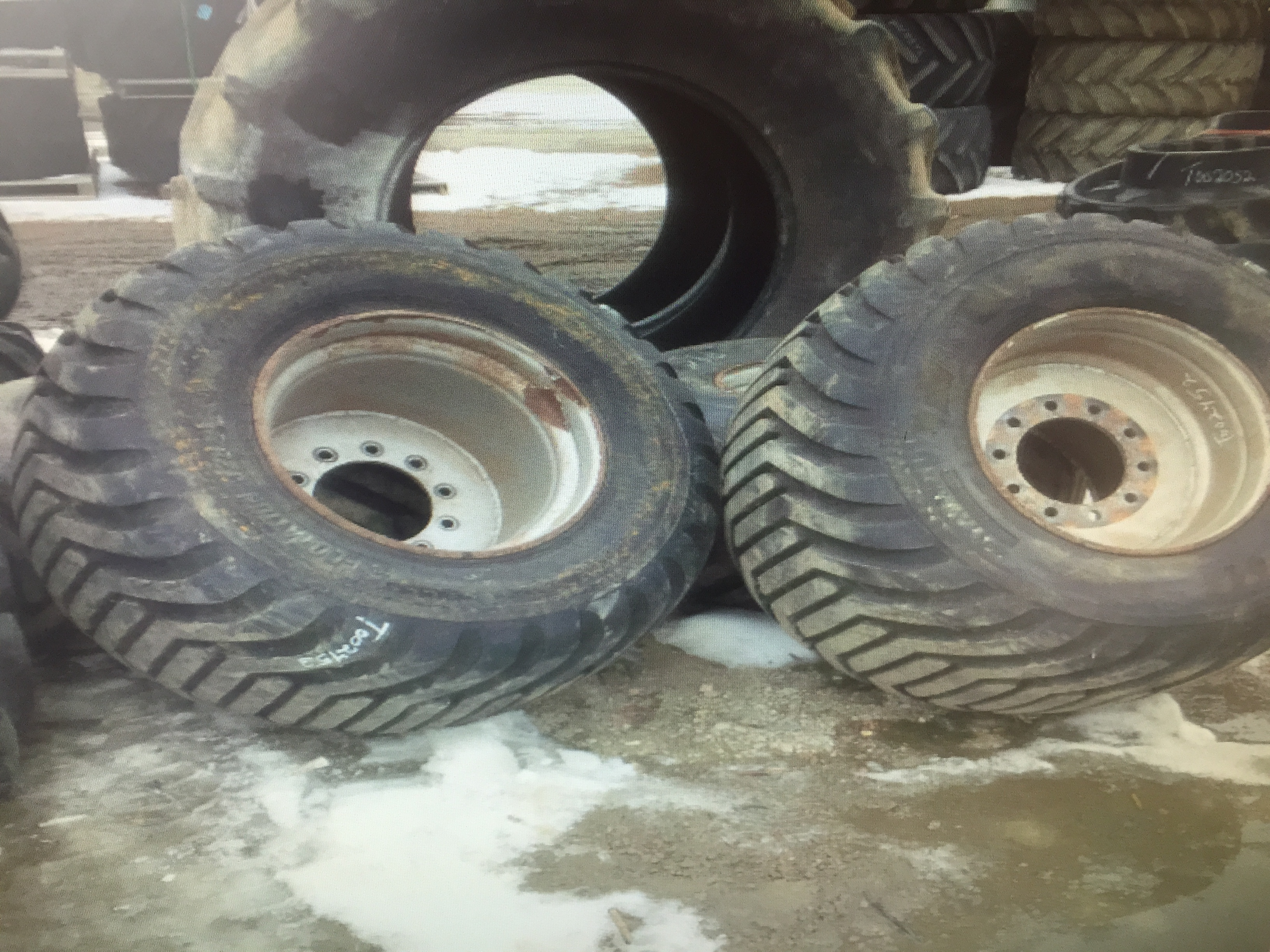 Image: Semi Floatation Tires 600/50-22.5